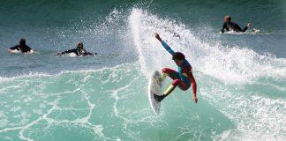 Surf en la playa de Patos, en Nigrán
