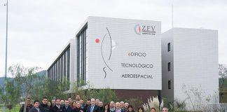 Delegación de Airbus Operations frente al CINAE