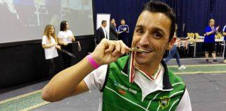 Damián Alonso con la medalla del Campeonato de Europa de Remoergómetro en Hungría