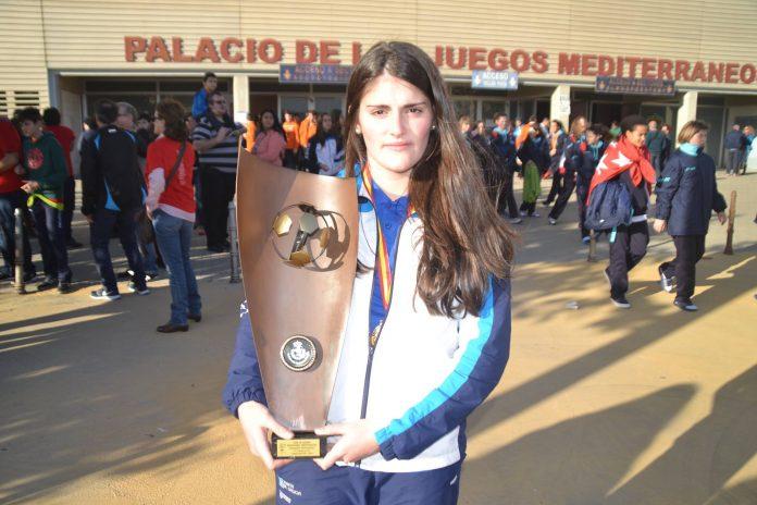 La oiense Marta Pombal con el trofeo