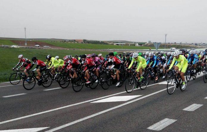 El pelotón Élite-Sub23 en Extremadura con la disputa del Circuito Guadiana