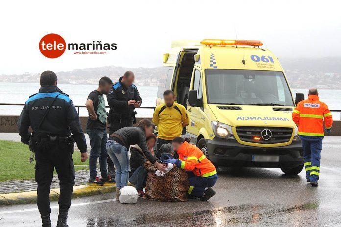 Accidente al colisionar una furgoneta y una moto en Baiona
