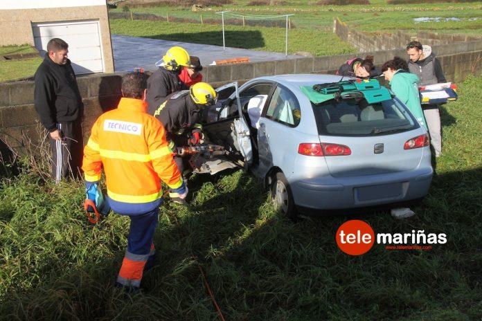 Una maniobra indebida causa un grave accidente con cuatro heridos en Mougás