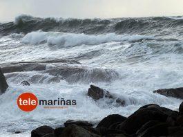 Fuerte oleaje en la costa de Oia
