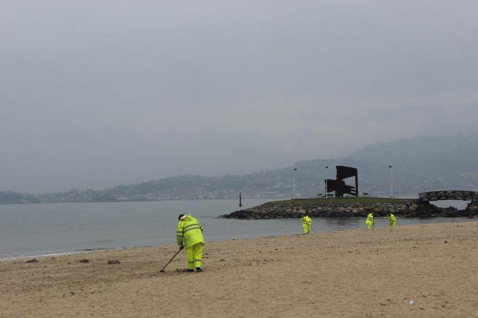 Baiona prepara las playas para Semana Santa