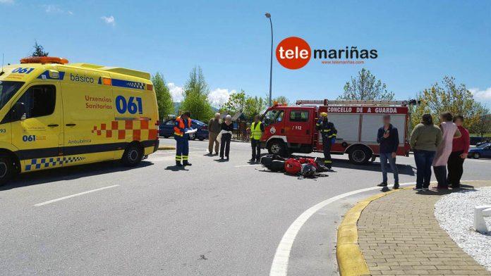 Un herido al colisionar la moto en la que viajaba con un coche en O Rosal