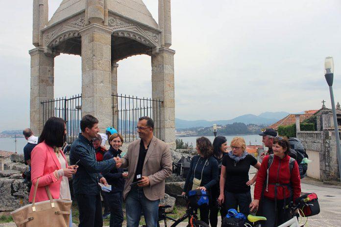 Baiona acogió ayer una visita de un grupo formado por veinte peregrinos de Polonia