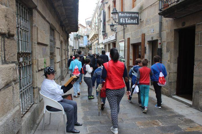 Baiona celebra el día mundial del libro por las calles de la villa