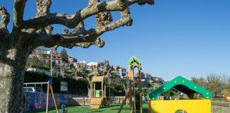 Tui rehabilita los parques infantiles del municipio