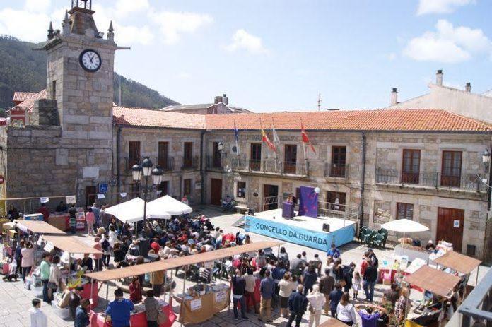 Libros con descuentos y actividades protagonizaron la Feria do Libro en A Guarda