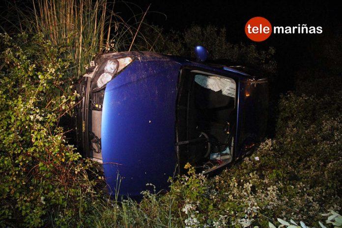 Vuela con su Hyundai más de 10 metros tras sufrir una salida de vía en Tomiño