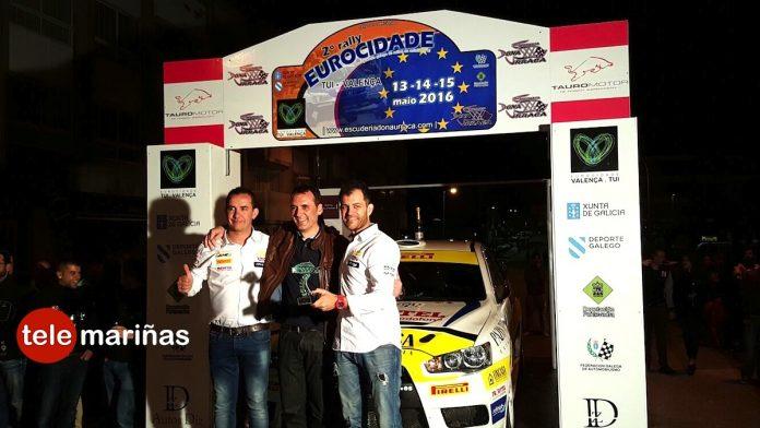 Alberto Meira celebra su victoria en el II Rally Eurocidade con champán