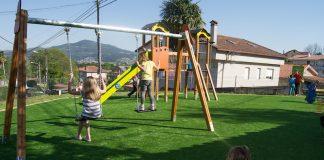 El parque infantil de Rebordáns cuenta con nuevas instalaciones