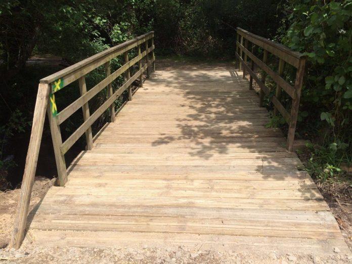 Nigrán sustituye la pasarela del río Muiños