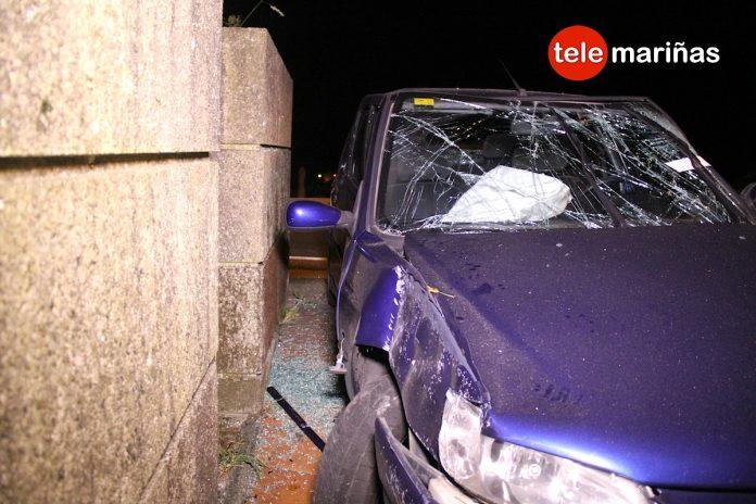 Un herido al chocar su coche contra un muro en Vincios