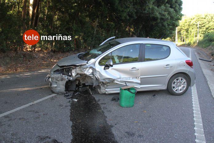 Una vecina de Tomiño invade el carril contrario y causa una colisión en Tui