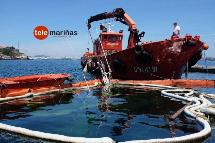 Arrancan las labores para tratar de reflotar el barco hundido en el puerto deportivo de Baiona