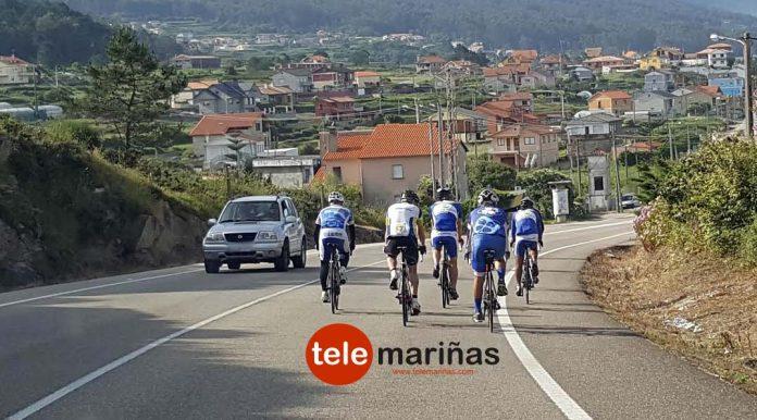 Ciclistas que se la juegan en la carretera PO-552