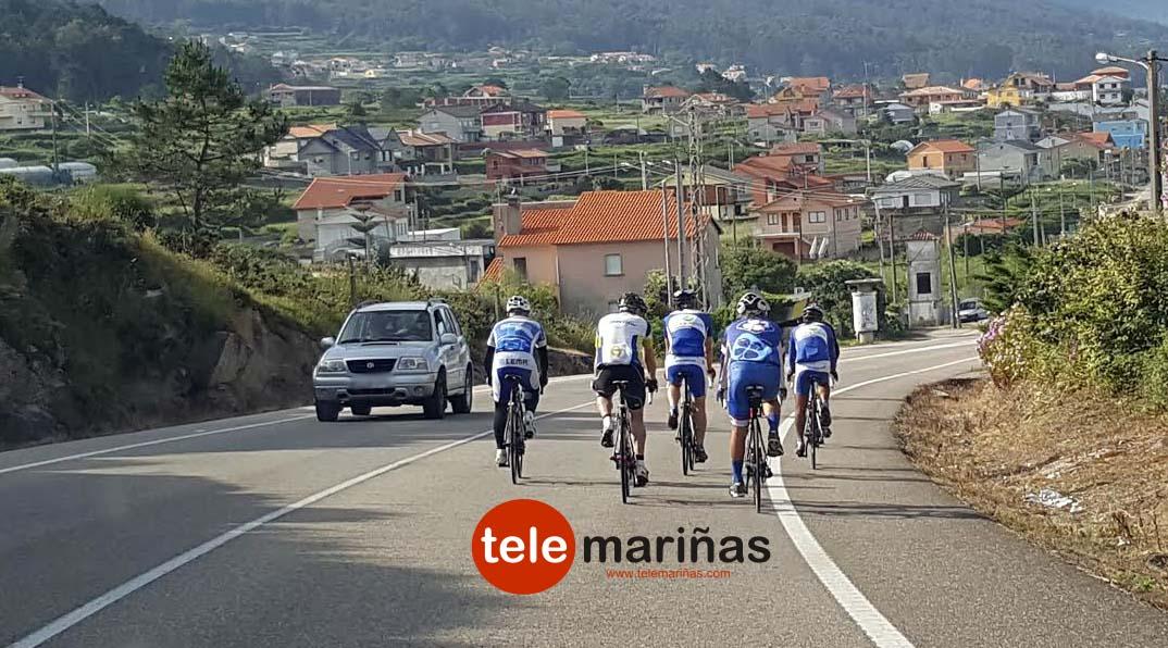 obstaculo_cinco_ciclistas_carretera_po-5