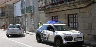 Un coche se sale de la vía en Sabarís y un ciclista resulta herido en Gondomar