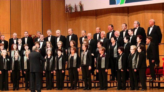 Actuación del Coro Ecos do Castelo del CCD Bolos de A Carrasca y la Coral Polifónica Novos Aires de Nigrán