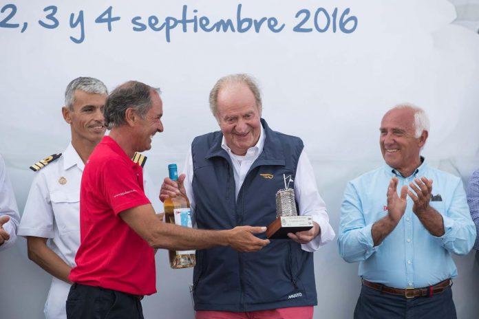 El Rey Juan Carlos presidió en Baiona la entrega de premios del Trofeo Príncipe de Asturias