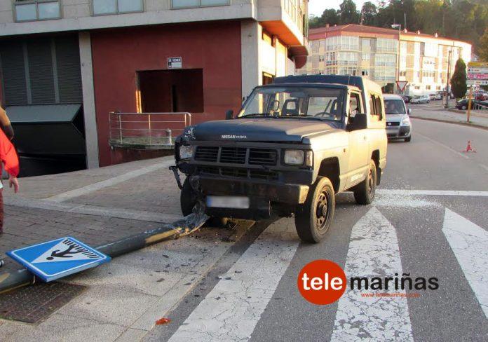 Tres heridos al salirse su vehículo de la vía en Gondomar y chocar contra una farola