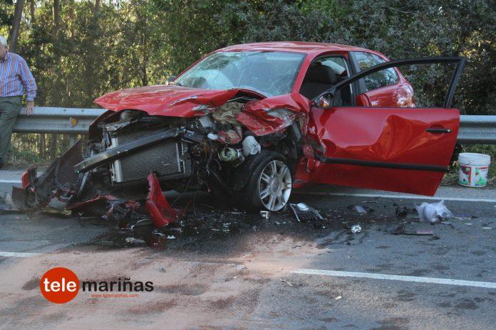 Cuatro heridos en una colisión entre dos vehículos en Vincios
