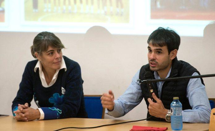 El ex céltico Borja Oubiña explica a los alumnos de Tomiño los pros y los contras del mundo profesional del deporte