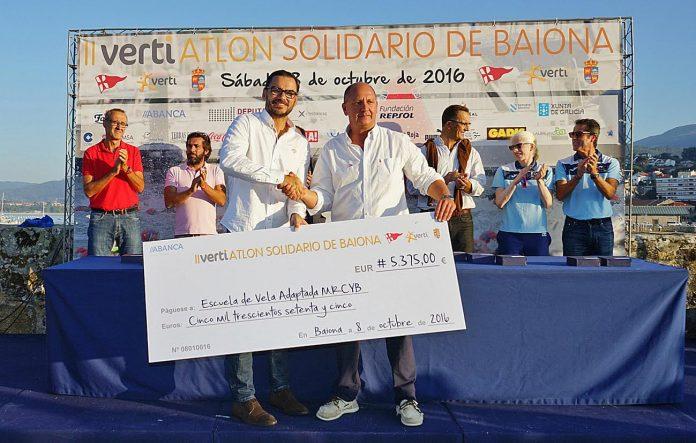 El II Vertiatlón Solidario recauda en Baiona más de 5.000 euros para impulsar la vela adaptada en Galicia