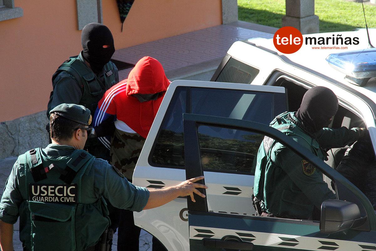 RUBENS // Los detenidos esta mañana en Oia.