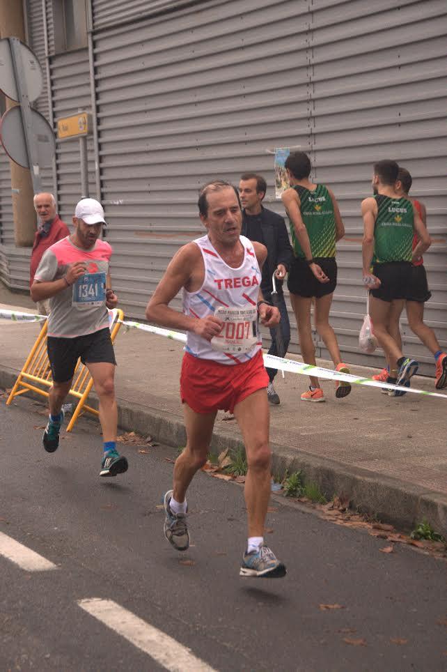 Manuel Flores, del Trega, campeón galego en la Media Maratón Cidade de Pontevedra