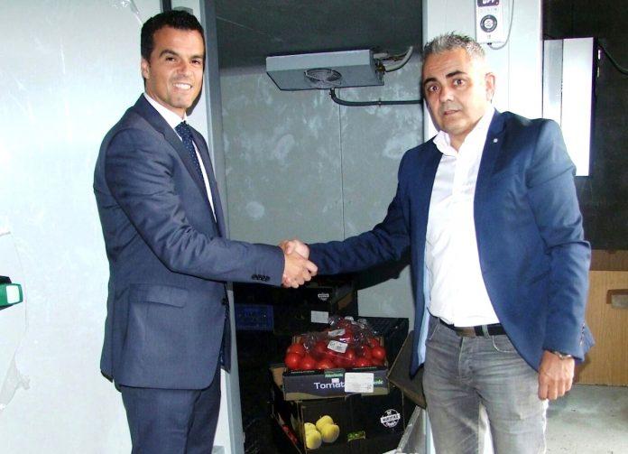 Obra Social La Caixa dona 5.000 euros a Conrazones para la adquisición de una cámara frigorífica