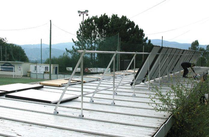 El Concello de Nigrán instala placas solares en el campo de Condomínguez