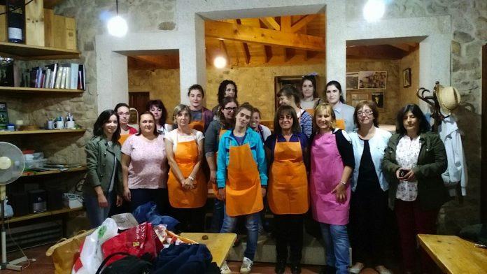 Una veintena de mujeres participaron en un curso de cocina en Tomiño