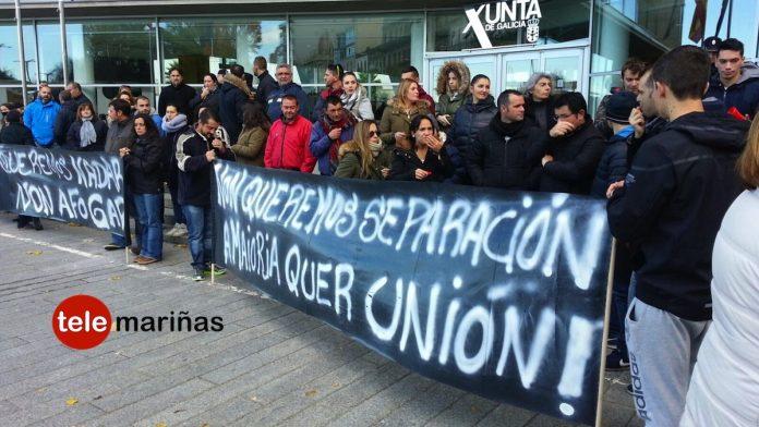 Los percebeiros de Baiona se manifiestan ante la Xunta en busca de una solución para el sector