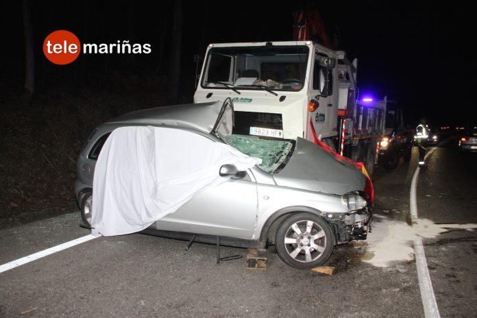 Una conductora de un turismo muere al chocar con un camión en O Porriño