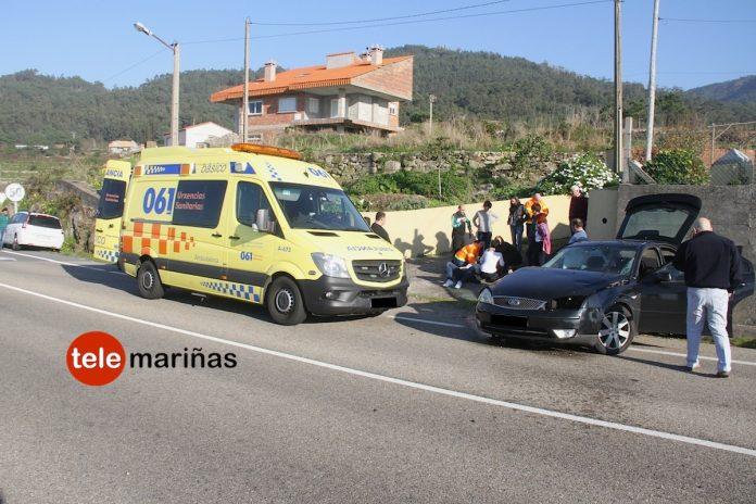Un joven de Oia resulta herido tras salirse de la vía y chocar contra un muro en Viladesuso