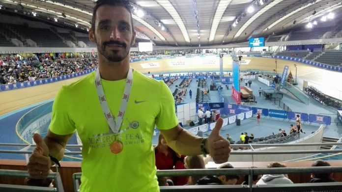 El guardés Damián Alonso logra la medalla de oro en el Campeonato Británico de Remo Indoor