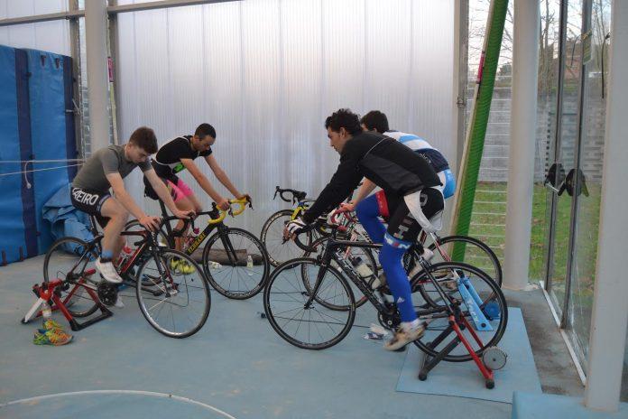 El Club Ciclista Rías Baixas de Nigrán empieza a rodar en el campus de la Universidad de Vigo