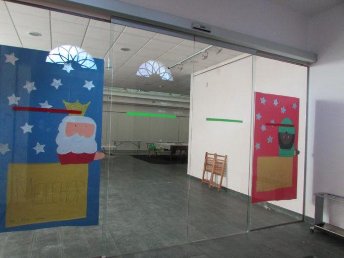 """Los participantes del último taller infantil """"Decora o teu Nadal"""" prepararon la recepción de los Reyes Magos en A Guarda"""