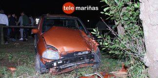Dos heridos al empotrarse un coche contra un árbol en A Guarda
