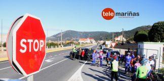 Un todocamino derriba y hiere a diez ciclistas al realizar un cambio de sentido indebido en Oia