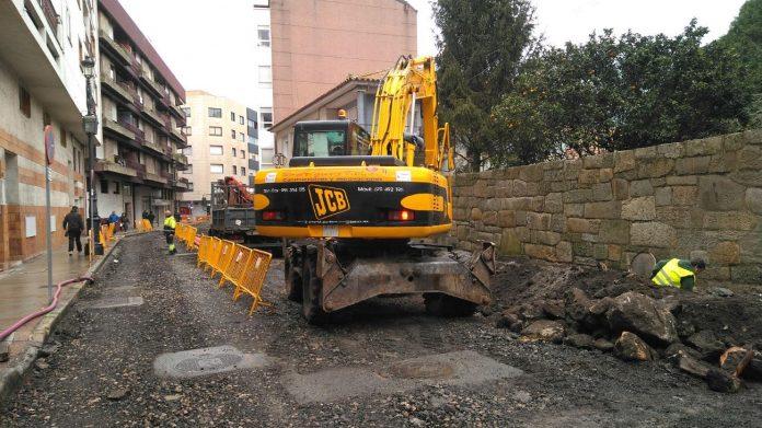 Completados los trabajos de renovación de las redes de abastecimiento, pluviales y acometidas eléctrilas, en la Rúa Cidade de Vigo
