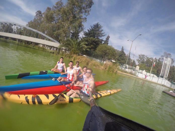 Cuatro palistas del Kayak Tudense entrenando en México