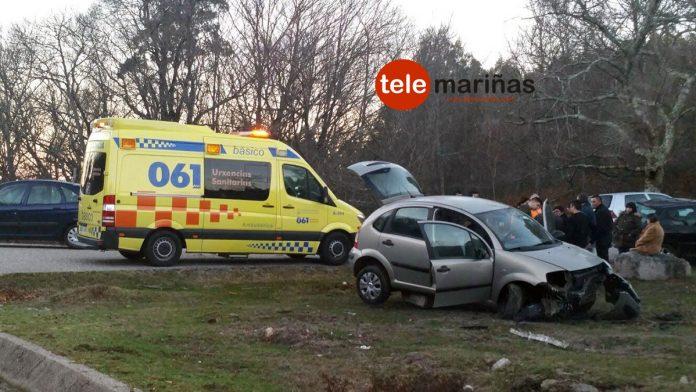 Herida una conductora tras salirse de la vía y chocar contra unas pierdras en Gondomar