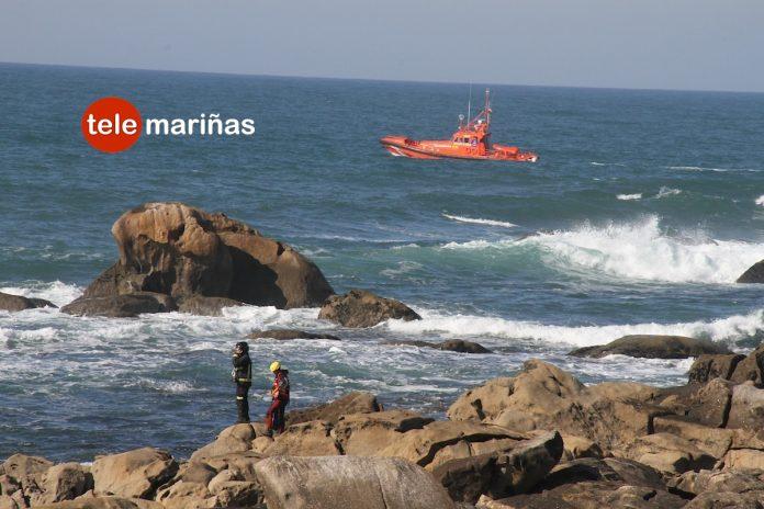 Una boya de un buzo moviliza los servicios de emergencia en la costa de Baiona