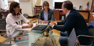 El alcalde de Baiona se reúne con la Conselleira do Mar para mediar en el conflicto de los percebeiros