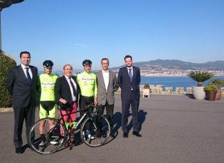 El Club Ciclista Rías Baixas de Nigrán se presenta en Baiona e inicia la Copa de España en Badajoz
