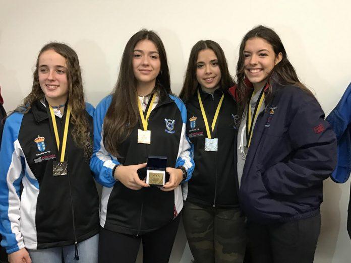 """Dos remeras del Club Remo do Miño de Tui, medalla de plata en la """"VI Regata Internacional de Fondo"""""""